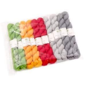 Écheveaux de laine de couleur unie