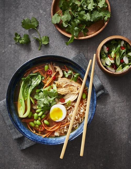 Une soupe repas pleine de couleurs, de créativité et de protéines : la recette est tirée du Volume 31 numéro 2 du magazine l
